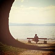 woman-on-the-shore-of-a-lake-joana-kruse